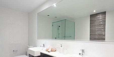 Fabrication et installation de miroir sur mesure à Montréal et Laval - Vitrerie Tiv-Tov (Portes et fenêtres à Montréal)